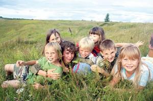 дети-на-лугу