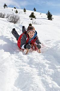 zimnie-zabavy_sanki
