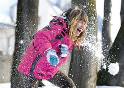 zimnie-zabavy_snezhki